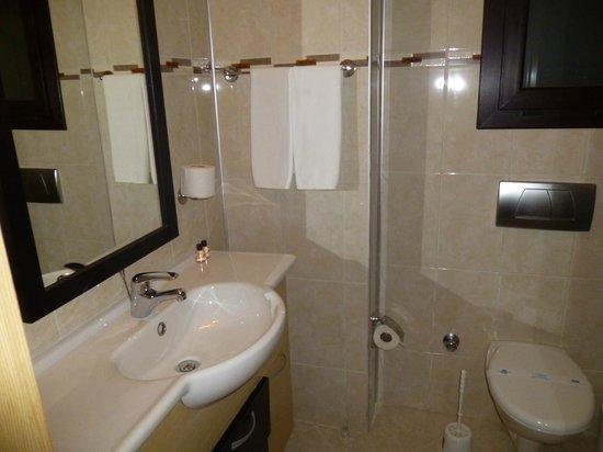 River Garden Holiday Village: salle de bain