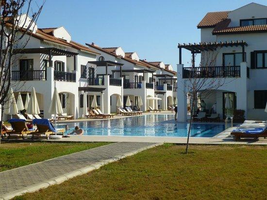 River Garden Holiday Village: les villas autours de la piscine