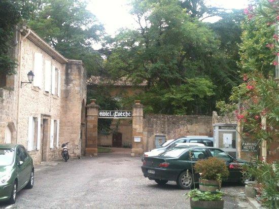 L'hostellerie de l'Eveche: Entrée de l'hôtel