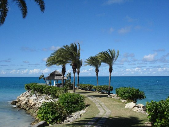 Blue Waters Antigua: The rightmost end of the hotel bay