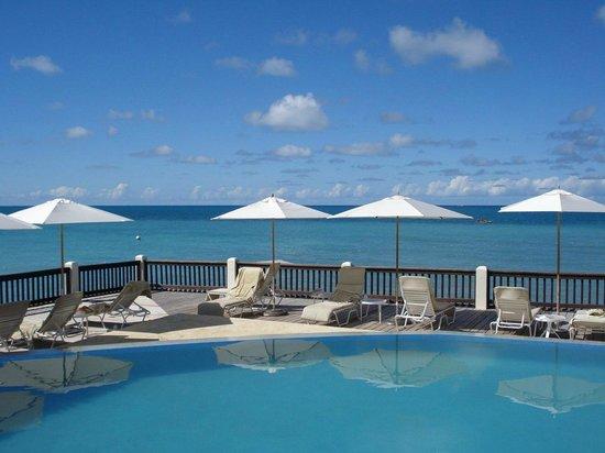 Blue Waters Antigua: Lower pool close adjoining the beach