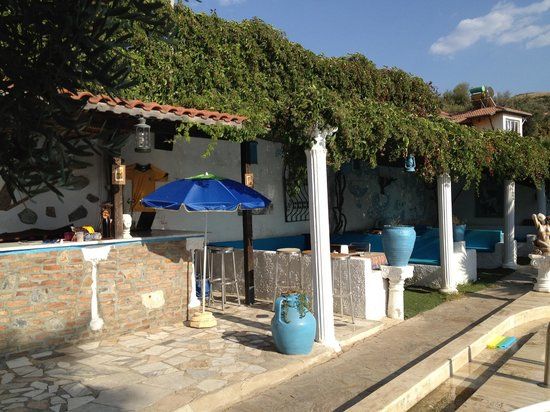 Villa Panaroma: pool side bar area