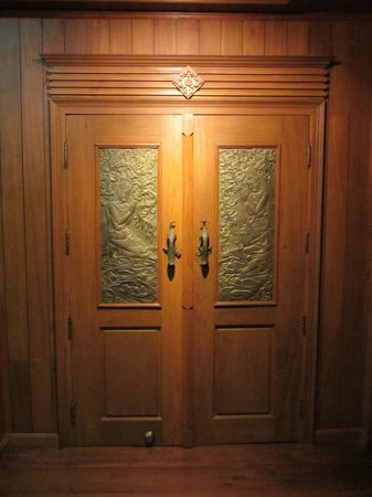 Ruen Come In: The door to our room was impressive!