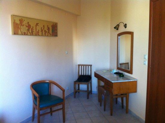 Evripides Hotel: coin bureau