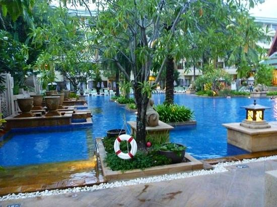 Holiday Inn Resort Phuket: Busakorn Wing Pool