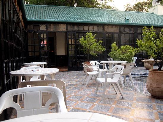Hotel Batha : 中庭だけインターネットがつながります。