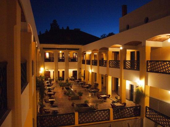 Hotel Batha : 中庭
