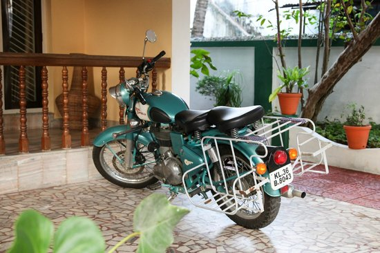 Green House Home Stay: Kumar´s motorcycle