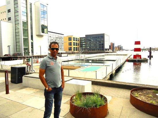 Copenhagen Island Hotel : side exteriorof hotel