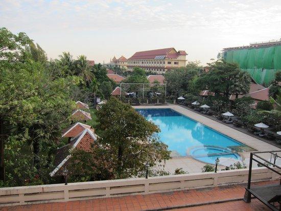 Royal Angkor Resort & Spa: プールです。