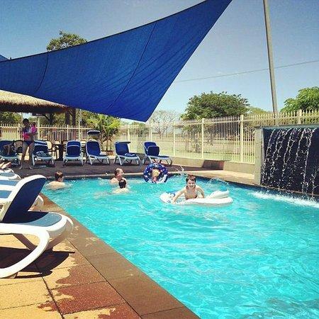 Halls Creek Motel: FABULOUS pool w/ wather feature. My kids loved it.