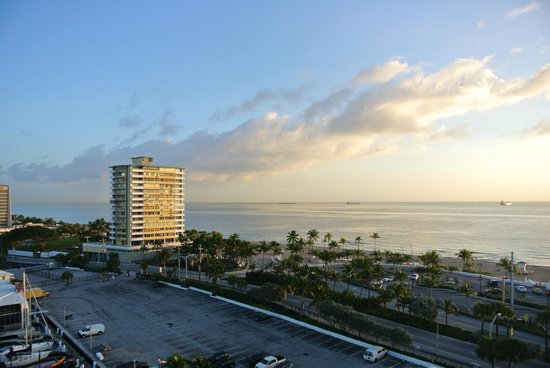 Bahia Mar Fort Lauderdale Beach - a Doubletree by Hilton Hotel: Sea and marina seen from our 9th floor north faced room