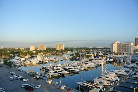 Bahia Mar Fort Lauderdale Beach - a Doubletree by Hilton Hotel: The marina from our 9th floor north faced room