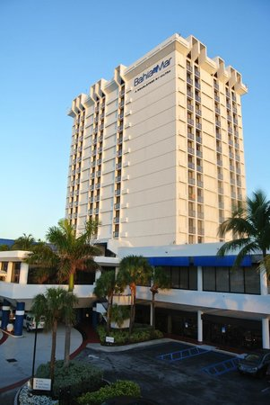 Bahia Mar Fort Lauderdale Beach - a Doubletree by Hilton Hotel: The main building