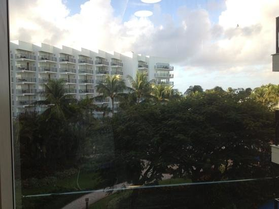 Aruba Marriott Resort & Stellaris Casino : view from the glass elevator
