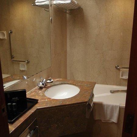 Melia Kuala Lumpur: 洗面台