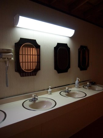 Hongakuin : 共用の洗面所