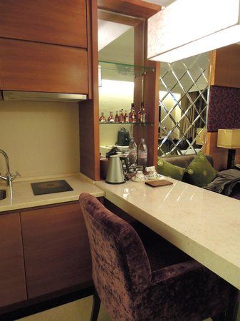 King Century Hotel: mini bar (King Century, Zhongshan)