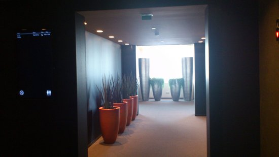 The Hotel - Brussels: restaurant corridor