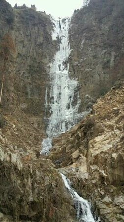 Koga Falls: 1月5日。ほぼ完全に凍ってます。