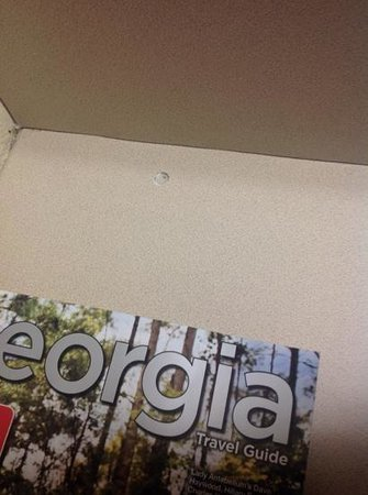 Microtel Inn & Suites by Wyndham Union City/Atlanta Airport: Bullet hole on a table.