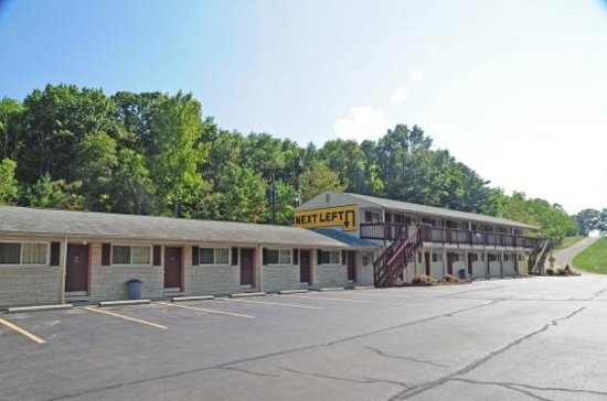 Hometown Inn : View of Hotel