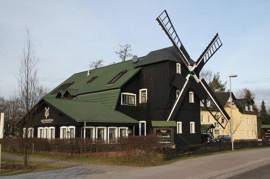 Kraeutermuehle Burg: Kräutermühle von der Straße aus