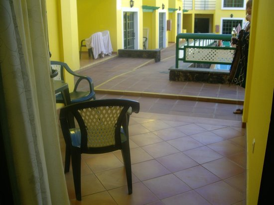 Caleta Playa Apartments: Furnished terrace with clothes dryer provided