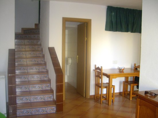Caleta Playa Apartments: Stairs to bedroom