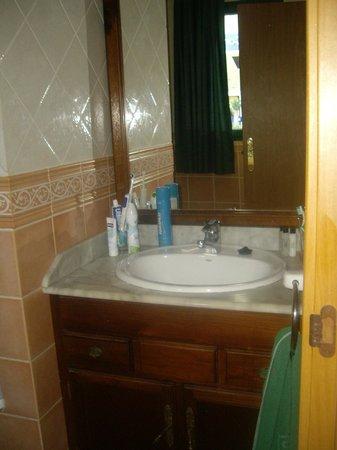 Caleta Playa Apartments: Bathroom