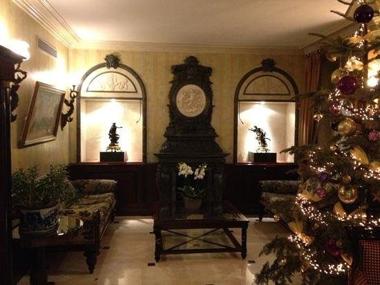 Hotel Regence Etoile: Lobby. So beautiful!