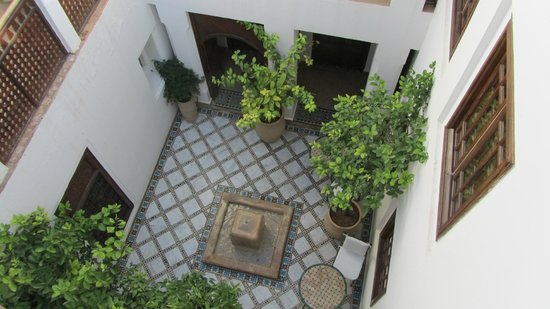 Les Jardins de la Medina: Patio im Hotel