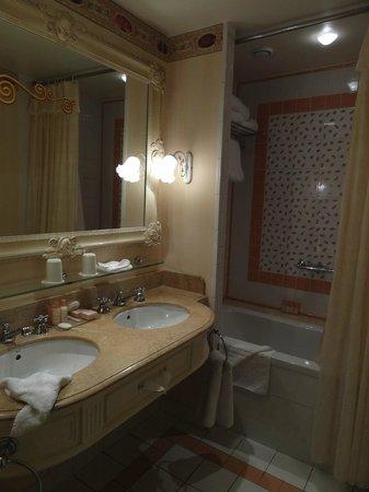 Disneyland Hotel: Salle de bains