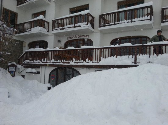 Hotel le Chamois: Snowed in..