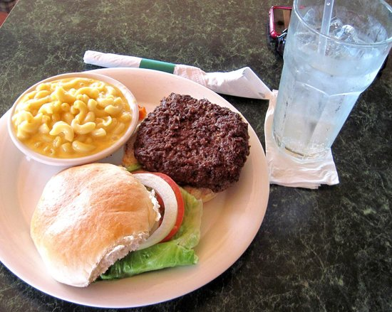Sea Breeze: Burger with mac & cheese