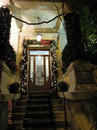 Hotel Farnese: ホテル玄関