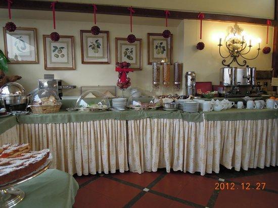 Hotel Farnese: 朝食ビュッフェ