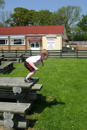 Fairway Holiday Park: picnic area