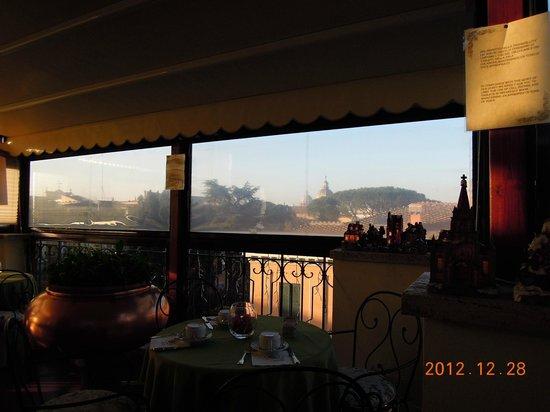 Hotel Farnese: 朝食ビュッフェのテラスから