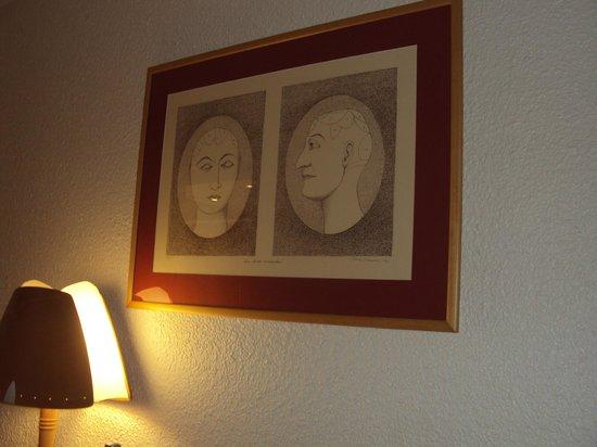 Novotel Marne La Vallee Collegien: the 'art' on the wall