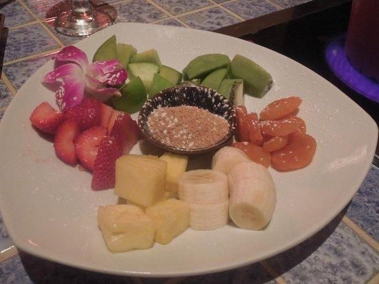 Little Dipper: Fruits to dip in chocolate fondue