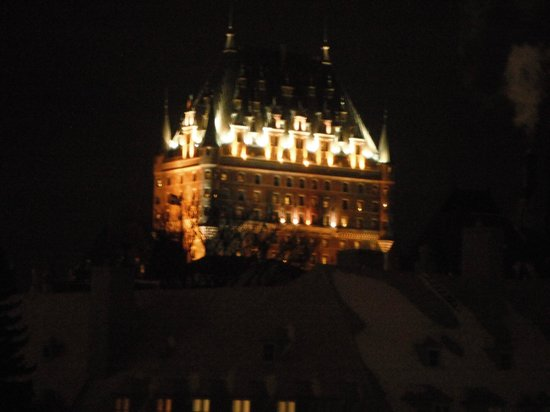 Le Champlain Hotel: Chateau Frontenac at night from room #35