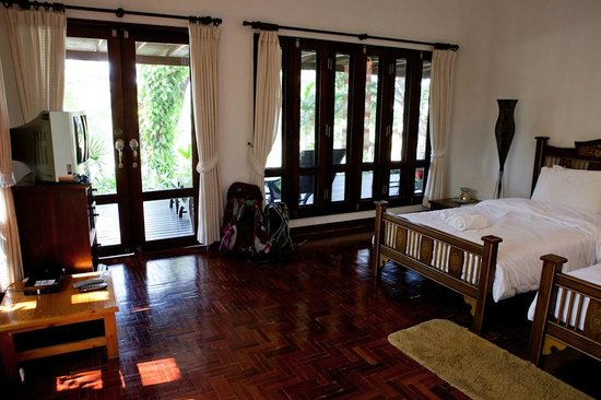 Baannamping Riverside Village: Inside bungalow 2