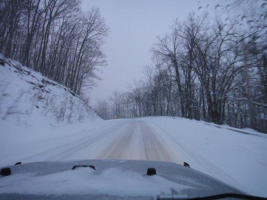 Locust Hill Inn, Cabin & Pub: Road Heading to Snowhoe Ski Resort - 6pm
