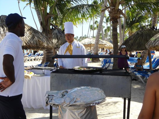Dreams Palm Beach Punta Cana: They cooked paella on the beach