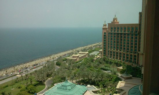 Atlantis, The Palm: Front view
