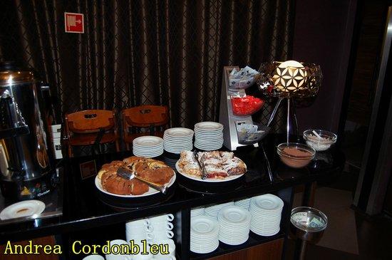 Carlton Hotel Budapest: DESAYUNO
