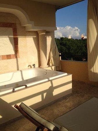 The Royal Suites Yucatan by Palladium: jaccuzzi de la chambre