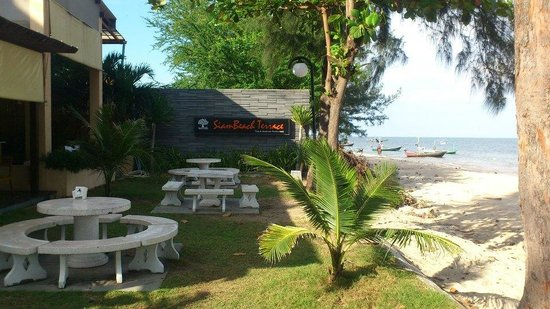 Siam Beach Resort: restaurant surrounding