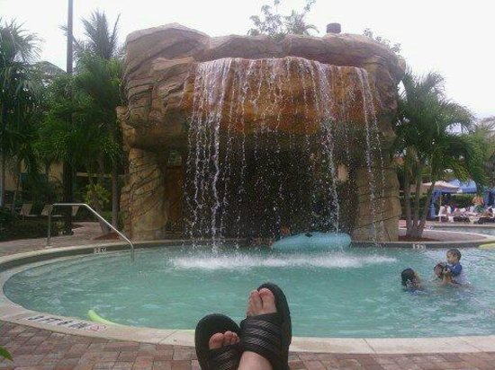 Naples Bay Resort: Pool side!